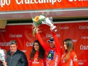 Valverde con el maillot rojo de líder de la ronda andaluzar