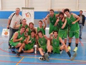 El Club Náutico con el trofeo de campeón