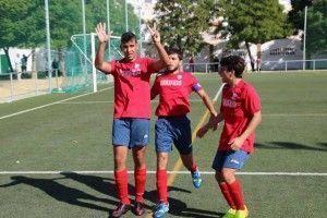 Darío celebra el empate a un gol que logró al transformar un penalti