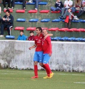 Montero y Kisko Trujillo celebran el gol logrado por el primero. (Foto: Ulisses)