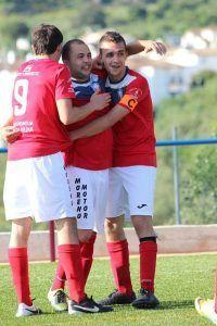 Peluca, Kisko y Paco celebran el gol del segundo. (Foto: Ulisses)