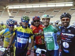 De izda a dcha, Francisco Javier García, Paco Benítez, José Alberto Gago, el profesional Antonio Piedra y Rafa Rincón