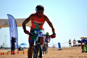 Mario Aguilar en bici